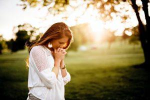 """Devocional """"Entre tus manos"""" – Episodio 44: Dios está en contra de la injusticia"""