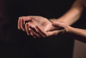 "Devocional ""Entre tus manos"" – Episodio 52: Sanada por fe"