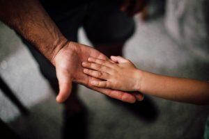 """Devocional """"Entre tus manos"""" – Episodio 51: Exhortaciones para un hijo amado"""