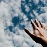 """Devocional """"Entre tus manos"""" – Episodio 61: Conocer, adorar y agradecer"""