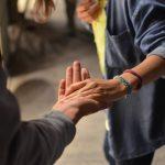 """Devocional """"Entre tus manos"""" – Episodio 83:  """"Para vivir en comunidad"""""""